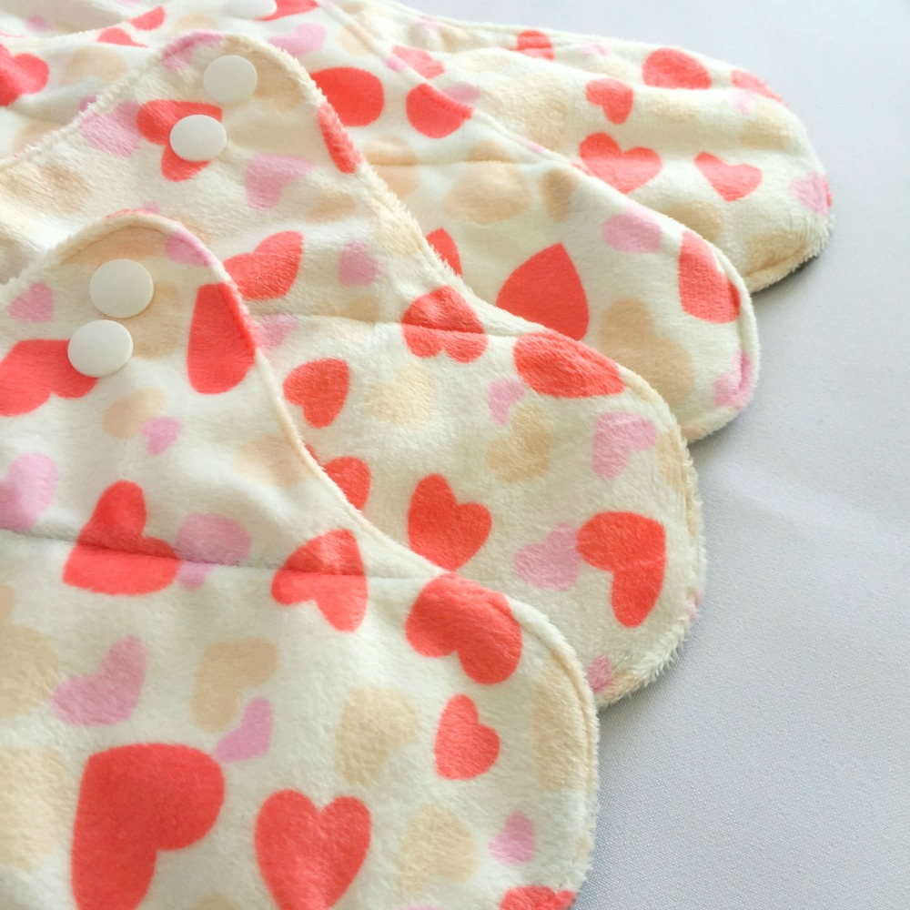 Washable Bamboo Charcoal Postpartum & Menstrual Pads with Adjustable Snaps (Mommy Pack - Peach Hearts)